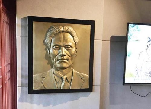 資料圖片:挂在上海尹奉吉紀念館的尹奉吉浮雕作品(徐坰德Instagram圖片)