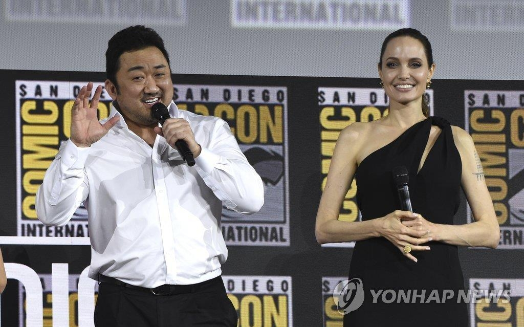 資料圖片:馬東錫(左)與安吉麗娜·朱莉 韓聯社/美聯社(圖片嚴禁轉載複製)