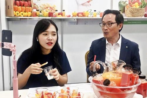 中國網紅在韓直播宣傳南韓農產品