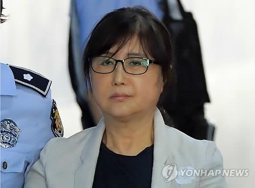 崔順實出席干政案重審否認與樸槿惠合謀受賄
