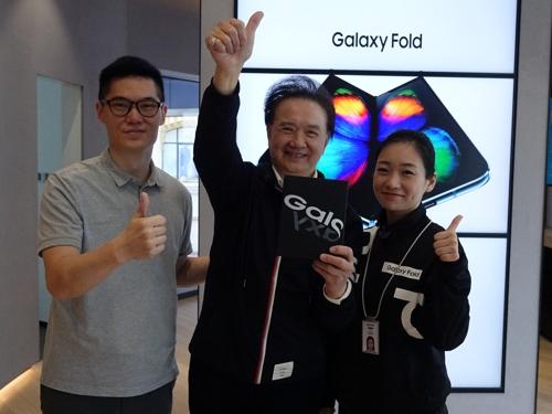 三星折疊機Galaxy Fold在華開售 線上秒售