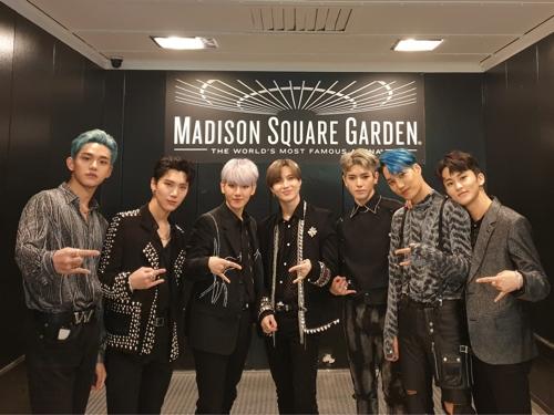 SuperM在麥迪遜廣場花園合影 SM娛樂供圖(圖片嚴禁轉載複製)