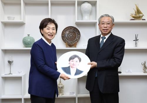 南韓國土部長官金賢美會見山東省委書記劉家義