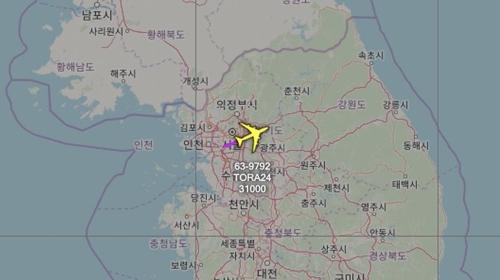 資料圖片:粉色箭頭為RC-135V航跡線。 飛機守望官方推特截圖(圖片嚴禁轉載複製)