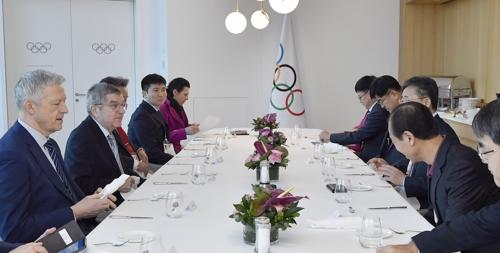 國際奧會主席巴赫(左二)和韓方代表團舉行早餐會。 韓聯社/國際奧會供圖(圖片嚴禁轉載複製)