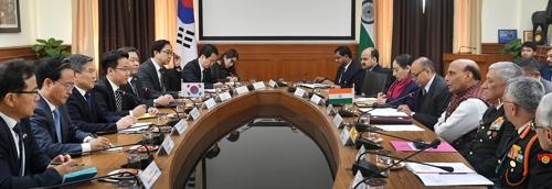南韓防長鄭景鬥在新德里會見印度防長辛格