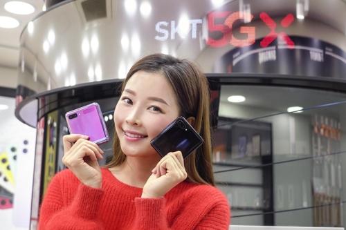 資料圖片:SK電訊開售Galaxy Z Flip。 SK電訊供圖(圖片嚴禁轉載複製)