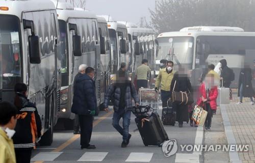 366名自漢回韓人員解除隔離並離開臨時安置點
