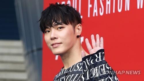 韓歌手輝星深陷精神困擾正接受治療
