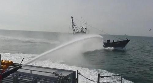南韓海警驅逐17艘非法捕撈中國漁船