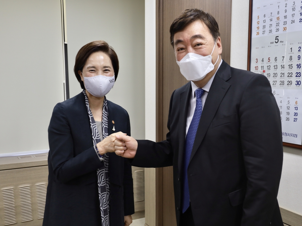 5月11日,俞銀惠(左)會見邢海明。 中國駐南韓大使館官網截圖(圖片嚴禁轉載複製)