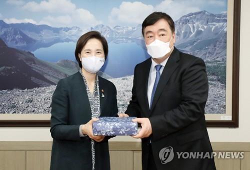 南韓副總理俞銀惠會見中國駐韓大使邢海明