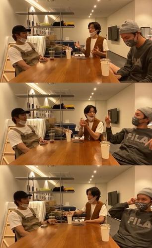 資料圖片:防彈少年團線上公開新專輯的形象會議過程。 韓聯社/Big Hit娛樂供圖(圖片嚴禁轉載複製)