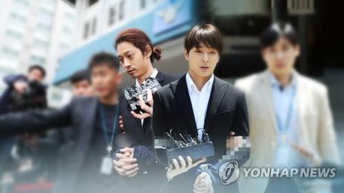 資料圖片:鄭俊英(左)和崔鐘訓 韓聯社