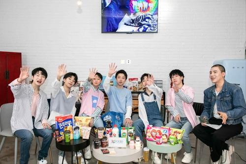南韓食品亮相男團BOY STORY演唱會備受關注。 南韓農水產食品流通公社供圖(圖片嚴禁轉載複製)