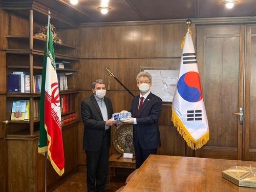 南韓援助伊朗百萬美元新冠試劑盒