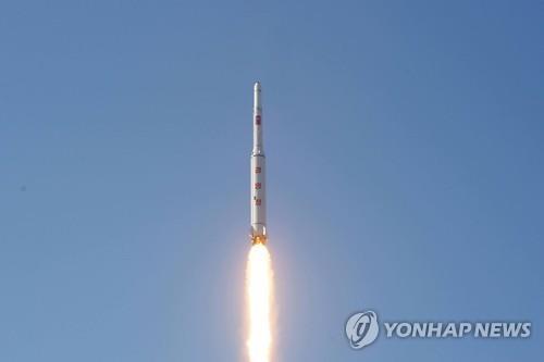 """資料圖片:朝鮮""""光明星4""""號衛星發射升空。 韓聯社"""