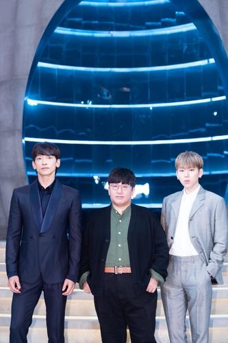 左起依次是歌手RAIN、房時赫和ZICO。 韓聯社/Mnet供圖(圖片嚴禁轉載複製)