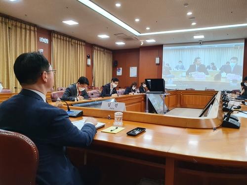 7月23日,南韓外交部次官補(外長助理)金健同中國外交部副部長羅照輝舉行視頻會議。 韓聯社/外交部供圖(圖片嚴禁轉載複製)