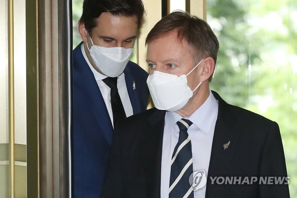 8月3日,在首爾市鐘路區,紐西蘭駐南韓大使菲利普·特納應約到達南韓外交部。 韓聯社