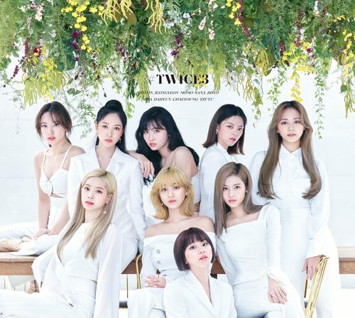 TWICE精選三輯登頂日本公信榜專輯周榜