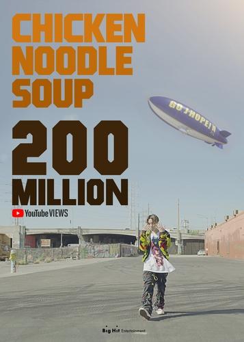 資料圖片:《雞湯麵》MV播放量破2億。 Big Hit娛樂供圖(圖片嚴禁轉載複製)