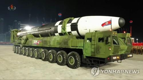 10月10日,朝鮮在勞動黨成立75週年閱兵式上公開新型洲際彈道導彈。 韓聯社/朝鮮中央電視臺畫面截圖(圖片僅限南韓國內使用,嚴禁轉載複製)