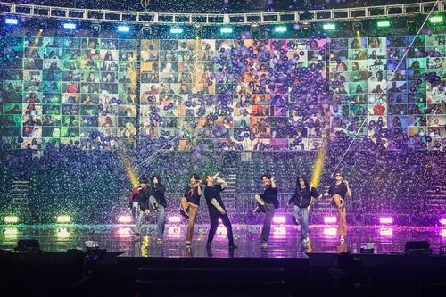 """防彈少年團線上直播演唱會""""BTS MAP OF THE SOUL ON:E""""現場照 韓聯社/Big Hit娛樂供圖(圖片嚴禁轉載複製)"""
