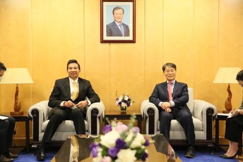 南韓駐華使館辦國慶招待會 羅照輝受邀