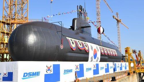 """韓軍3000噸級中型潛艇""""安武""""今下水"""