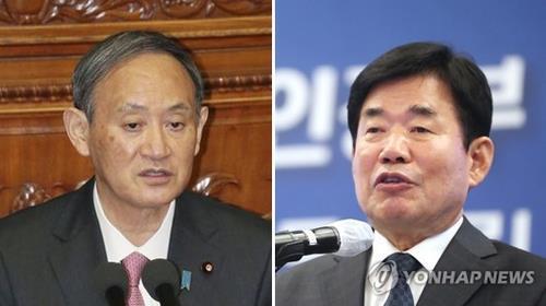 資料圖片:菅義偉(左)和金振杓 韓聯社/共同社(圖片嚴禁轉載複製)
