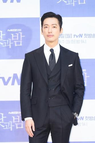韓tvN電視臺新劇《晝與夜》發佈會線上舉行