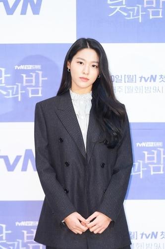雪炫出席tvN新劇《晝與夜》發佈會。 韓聯社/tvN供圖(圖片嚴禁轉載複製)