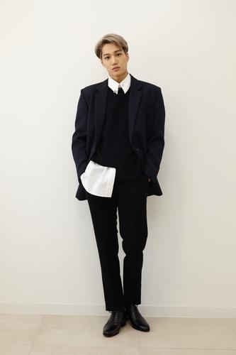 EXO成員KAI發佈首張個輯《KAI(開)》