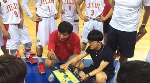 南韓教練金容植執教中國青少年籃球冬令營