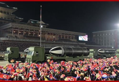 詳訊:朝鮮閱兵式展示新型潛射彈道導彈