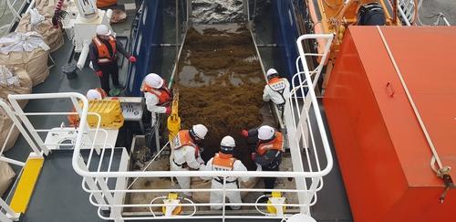 南韓海警全力展開銅藻清理工作