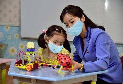 """據朝鮮外宣媒體""""我的國家""""1月20日報道,朝鮮幼兒園正在試點雙語教學。 《我的國家》官網截圖(圖片僅限南韓國內使用,嚴禁轉載複製)"""