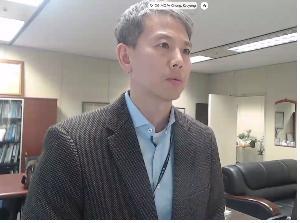 2月16日,在南韓外交部,鄭冀溶和國際原子能機構副總幹事倫蒂霍視頻連線。 韓聯社/外交部供圖(圖片嚴禁轉載複製)