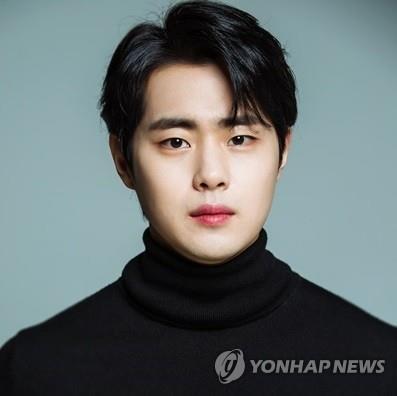 韓演員趙炳圭發文否認校園霸淩傳聞