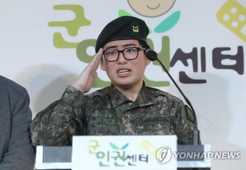 韓被勒令退伍的變性軍人死於家中