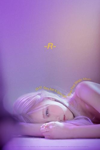 Rosé首張個人單曲專輯《R》預告海報 YG娛樂供圖(圖片嚴禁轉載複製)