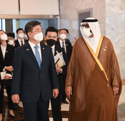 韓阿聯酋防長會晤商討深化國防合作