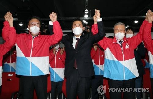 簡訊:韓京釜市長補選出口民調顯示最大在野黨領先