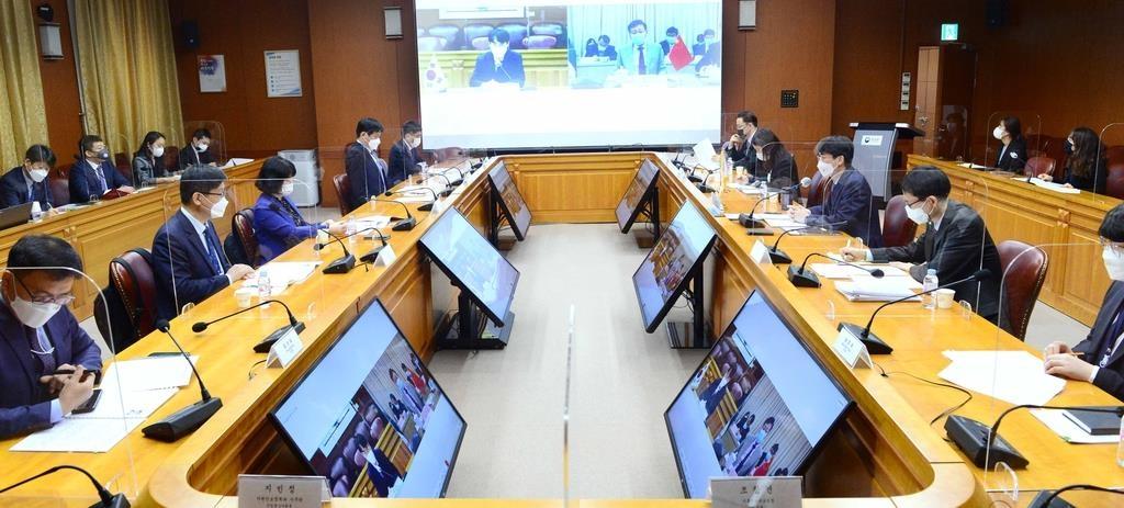 4月14日,在南韓外交部大樓,外交部東亞局局長崔喜德線上出席韓中海洋事務對話合作機制首次會議。 韓聯社/外交部供圖(圖片嚴禁轉載複製)