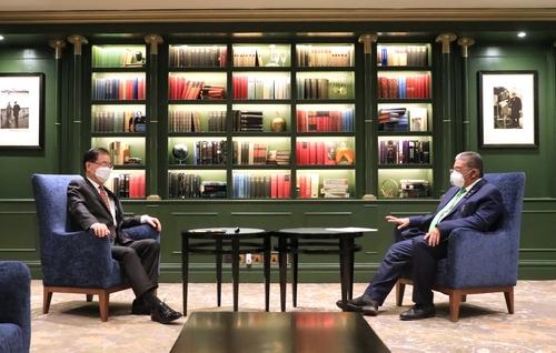 南韓和汶萊外長在英國舉行會談