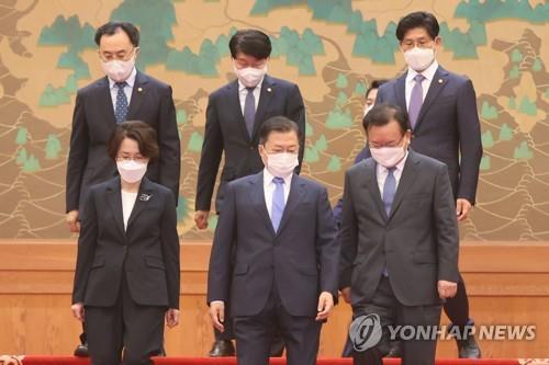詳訊:文在寅正式任命新任總理和兩部長官