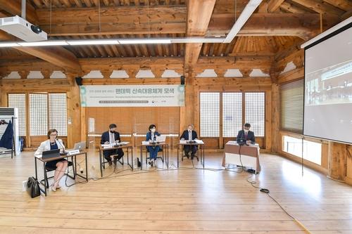 5月14日,韓美衛生專家舉行視頻研討會。 韓聯社/外交部供圖(圖片嚴禁轉載複製)