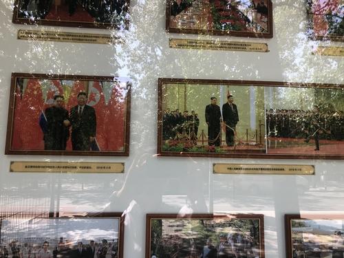 朝鮮駐華大使館展出金正恩訪華組圖