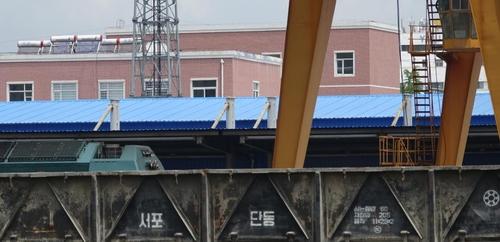 資料圖片:丹東火車站的列車 韓聯社